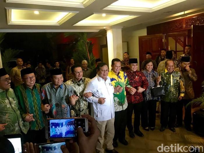 Foto: Prabowo Subianto bersama pimpinan MPR. (Zhacky/detikcom)