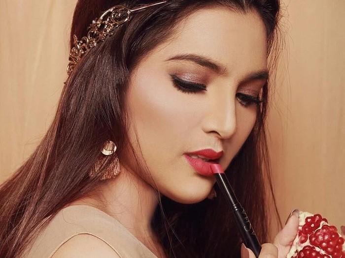 Ilustrasi bisnis lipstik artis Indonesia. Foto: Instagram