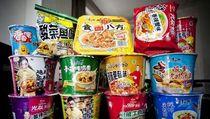Kenapa Orang China Mendadak Borong Mie Instan?