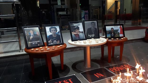 Pegiat Antikorupsi-Pegawai KPK Doa Bersama untuk Korban Demo Ricuh di DPR