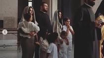 Pulang Kampung, Kim Kardashian dan Putrinya Dibaptis di Armenia