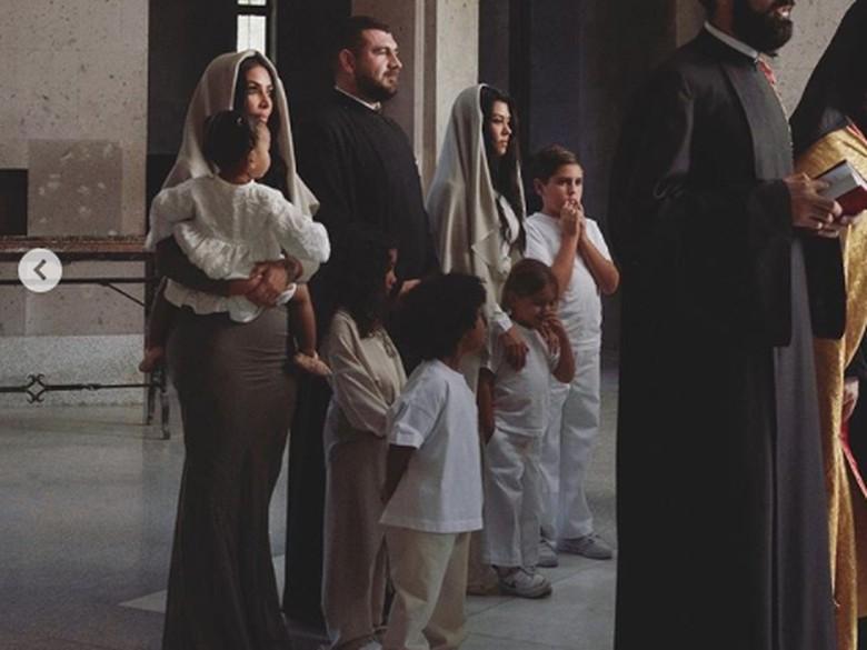 Kim Kardashian dibaptis di Armenia. Foto: Dok. Instagram/kimkardashian