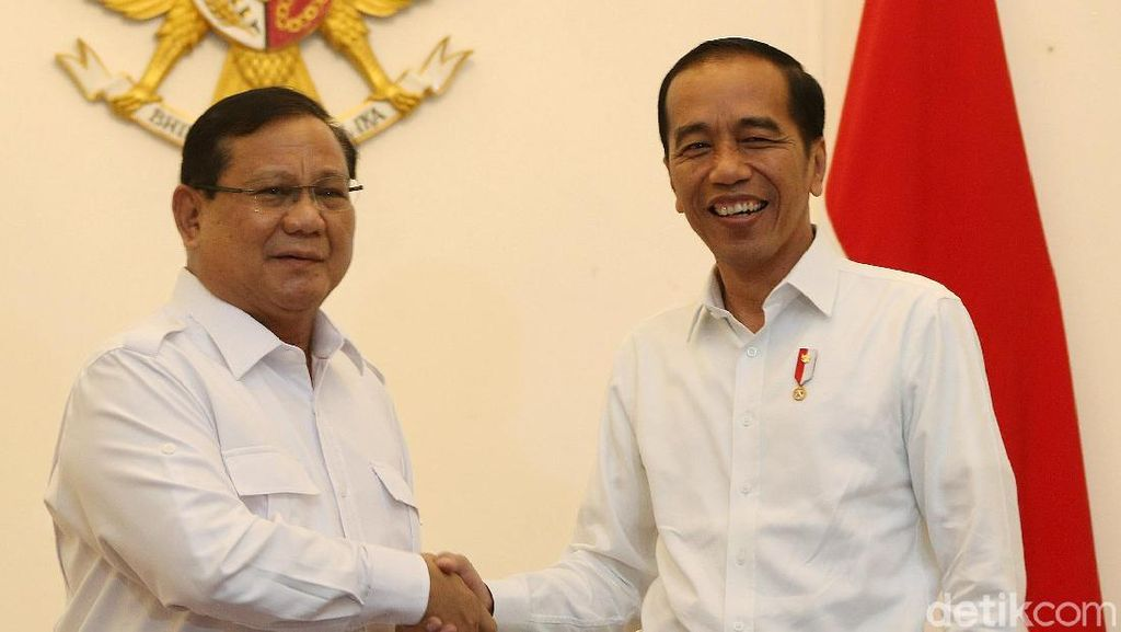 Ekspresi Jokowi Saat Bertemu Prabowo di Istana Merdeka