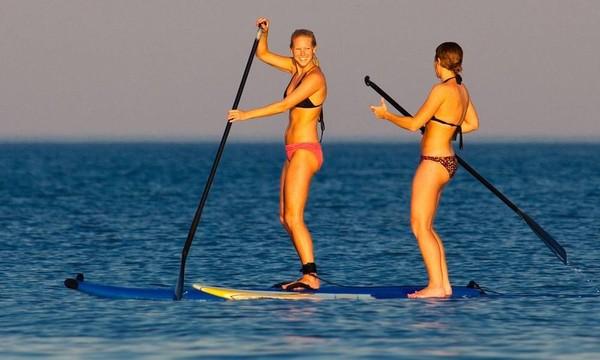 Main paddle board di perairannya juga asyik! (Facebook/Visit The Outer Banks)