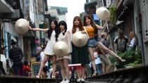Foto: Kafe Ikonik di Pinggir Rel Kereta Ini Akan Ditutup