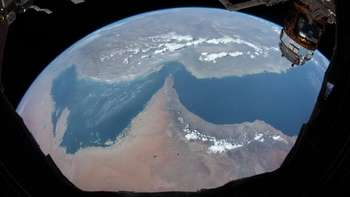 Jepretan Bumi Bulat dari Astronot Arab di Antariksa
