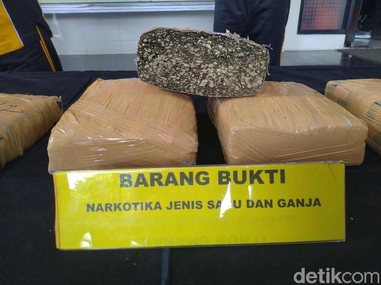 Foto: Polres Bogor tangkap tersangka-tersangka kasus narkoba (Sachril Agustin Berutu/detikcom)