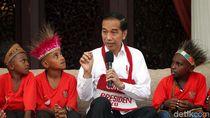 Bercengkrama dengan Anak-anak Papua, Jokowi Semringah Banget