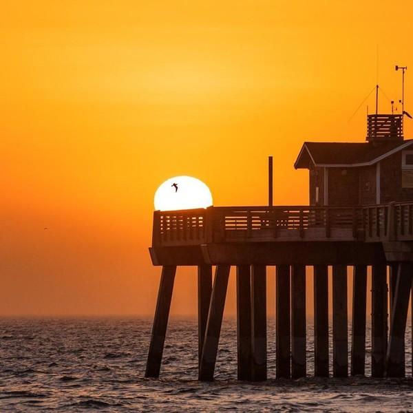 Saat senja, panorama di Outer Banks sungguh mencuri hati! (Facebook/Visit The Outer Banks)