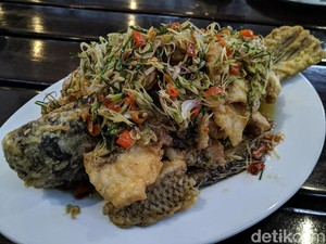 Kitiran Resto : Gurih Pedas Gurame Sambal Matah di Resto yang Asri