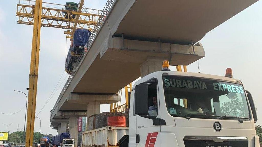 Luhut dan Budi Karya Bakal Lihat Kereta LRT Jabodebek Besok