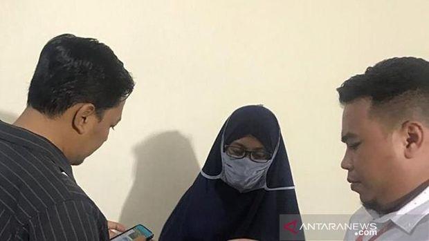 Nesti ditangkap di Bandara Juanda Sidoarjo, Jawa Timur