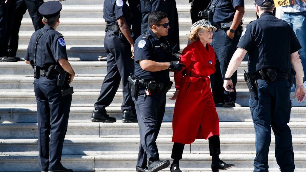 Aktris Jane Fonda Ditangkap Saat Aksi Demo Perubahan Iklim di US Capitol