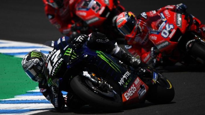Monster Energy Yamaha Spanish rider Maverick Vinales (L) competes ahead of Mission Winnow Ducatis Italian rider Andrea Dovizioso and Mission Winnow Ducatis Italian rider Danilo Petrucci during the MotoGP race of the Spanish Grand Prix at the Jerez - Angel Nieto circuit in Jerez de la Frontera on May 5, 2019. (Photo by GABRIEL BOUYS / AFP)