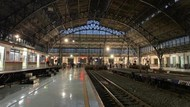 Stasiun Tanjung Priok yang Megah & Terjaga Keasliannya