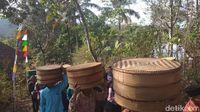 Unik! Dalam Tradisi Saparan di Temanggung Tiap Warga Bawa Tenong