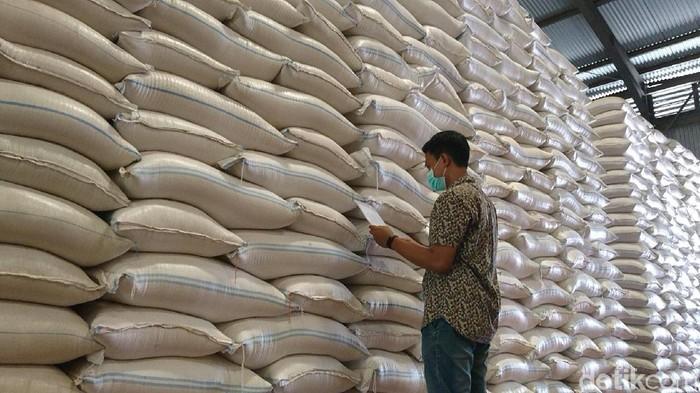 Badan Urusan Logistik (Bulog) Cabang Tulungagung memastikan, stok cadangan beras untuk wilayah Tulungagung, Blitar dan Trenggalek masih aman. Setidaknya untuk kebutuhan hingga tujuh bulan ke depan.