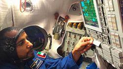 Bagaimana Astronaut Arab Menunaikan Salat di Luar Angkasa?