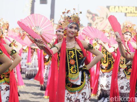 Aksi penari di Festival Gandrung Sewu 2019/