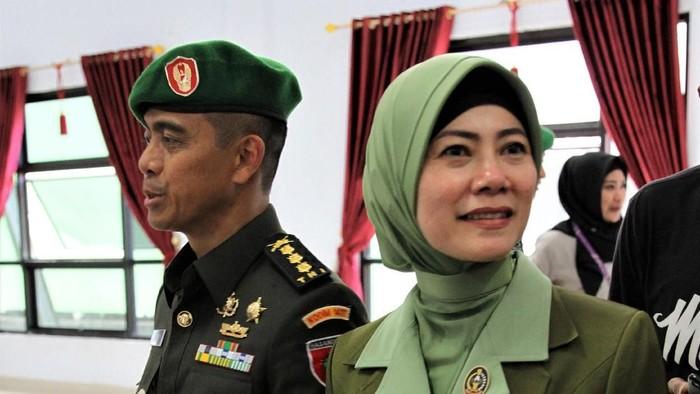 Kolonel Hendi Suhendi dan istrinya Irma Nasution/Foto: Antara Foto/Jojon
