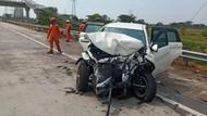Sebuah SUV Ringsek Usai Tabrak Pikap Muat Lele di Tol Gempol-Pasuruan