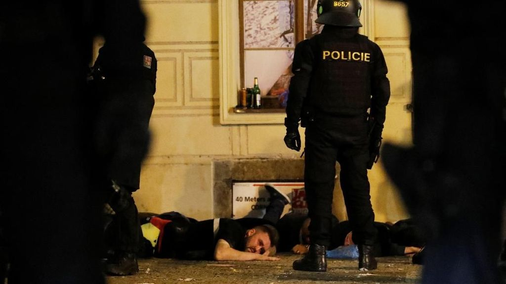 Polisi Bubarkan Suporter PAOK yang Rayakan Ulang Tahun Klub di Tengah Corona