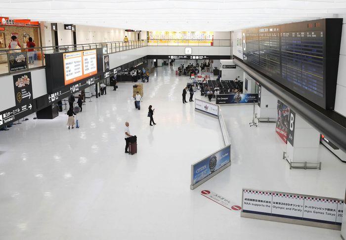 Ancaman Topan Hagibis yang diperkirakan akan menerjang kawasan Jepang di akhir pekan ini membuat sejumlah penerbangan di Bandara Narita dibatalkan. Kyodo News via AP Photo.