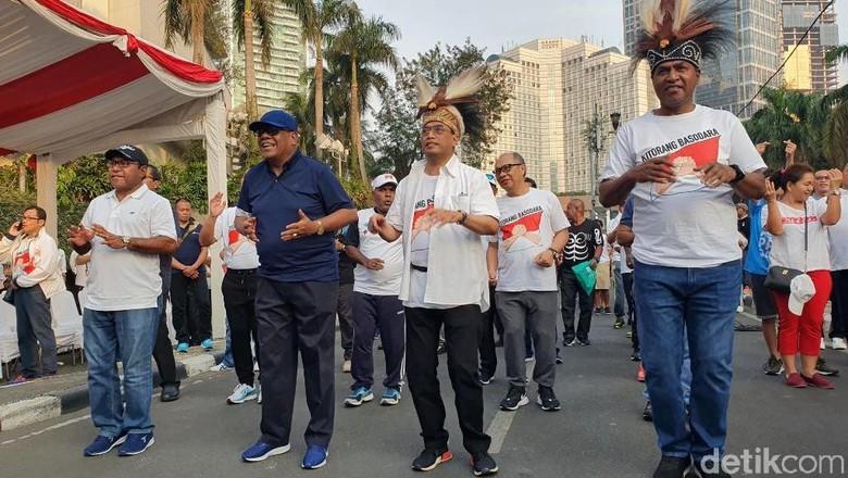 Ikut Aksi Solidaritas, Menhub Senam Maumere Bersama Pejabat-Warga Papua