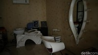Walaupun begitu, rumah Anang tetap nyaman ditinggali. Tampak sudut seperti salon di dalamnya. Foto: (Foto: Hanif Hawari/detikcom)