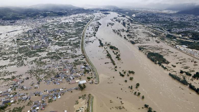 Hasil gambar untuk Banjir Jepang