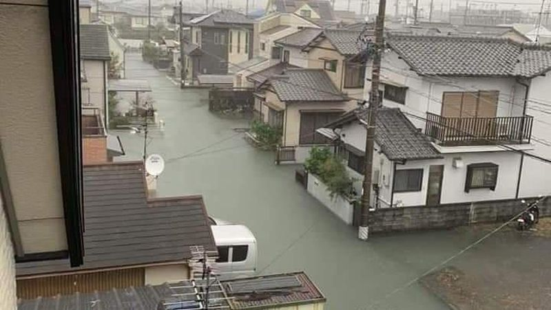 Pada Minggu (13/10) kemarin, heboh di sosial media perihal banjir di Jepang dampak Topan Hagibis. Yang bikin netizen salah fokus, adalah airnya yang bersih! (@KFMXmGcnE6PaHv4/Twitter)
