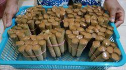 Cara Unik Pembuatan Clorot, Jajan Pasar yang Legit Enak