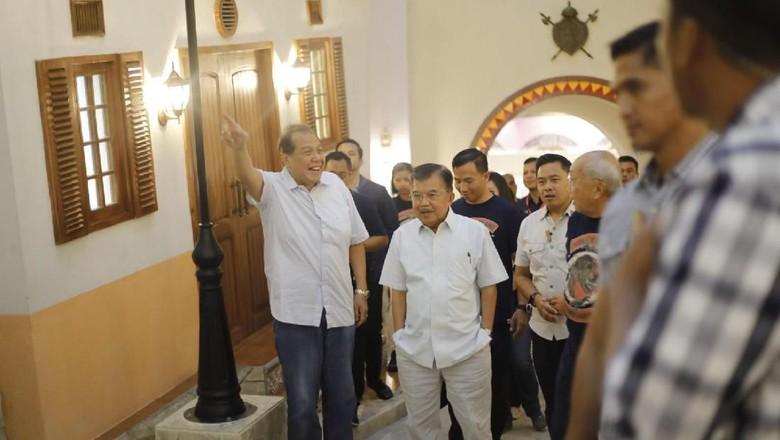 Chairman CT Corp Chairul Tanjung beserta Wapres Jusuf Kalla (Humas Trans Studio Cibubur)