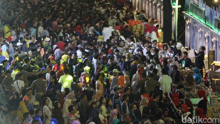 Pesta Rakyat dalam Perayaan HUT Jatim/Foto: Deny Prastyo Utomo