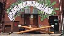 Dave Grohl Punya Penghargaan Stick Drum Seberat 408 Kg