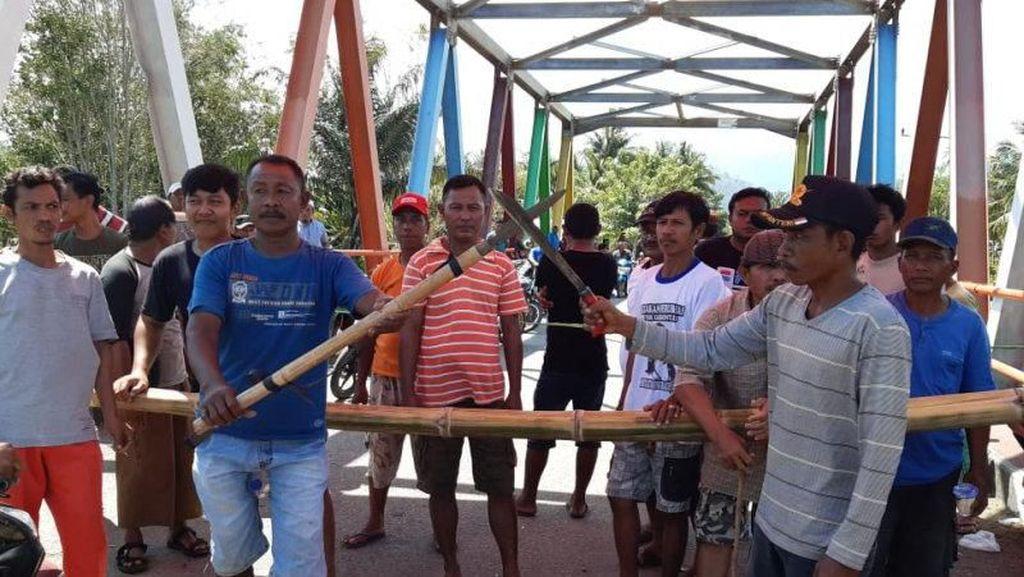 Tak Mau Pindah Domisili ke Sulteng, Warga Gorontalo Blokade Jalan Perbatasan