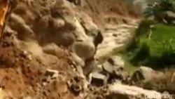 Ini Alasan 2 Siswi di Pacitan Naik Ekskavator Hingga Videonya Viral