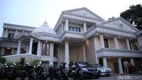 Rumah Anang Hermansyah dan keluarga tampak megah dan mewah. Foto: (Foto: Hanif Hawari/detikcom)