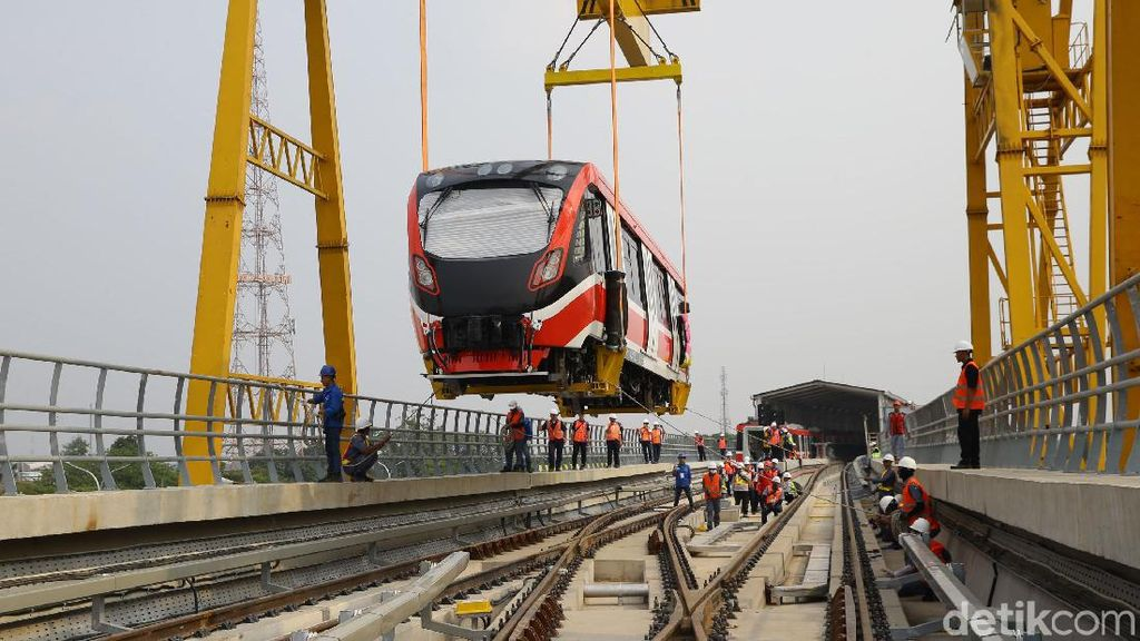 Melihat Lagi Kereta LRT Jabodebek yang Sudah Sampai Jakarta