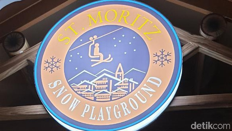 Main Salju di Snow Playground Trans Studio Cibubur. (Foto: Ahmad Masaul)