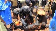Bukan di Spanyol, Ini Perang Tomat di Bandung