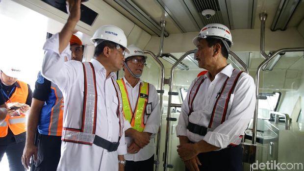 Kereta LRT Jabodebek Wira-wiri Cibubur ke Cawang 18 Oktober