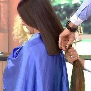 Viral, Wanita Syok Hingga Pingsan Setelah Rambutnya Dipotong Hairdresser