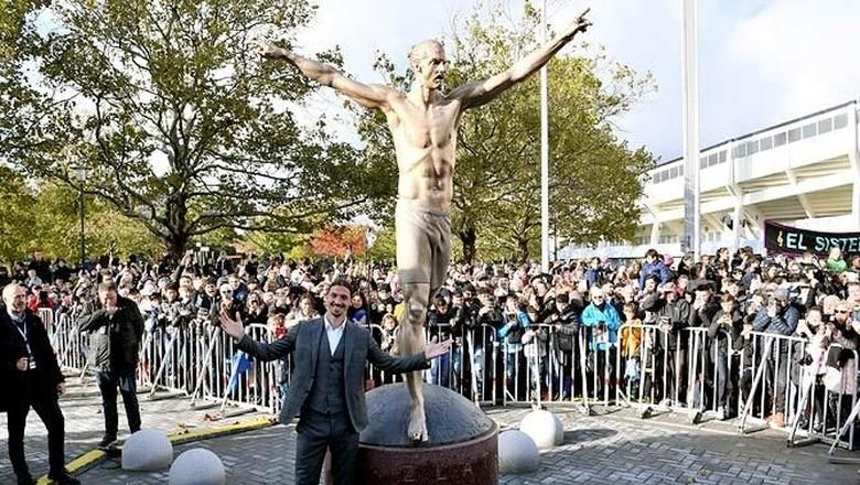 Patung Zlatan Ibrahimovic di Kota Malmo, Swedia (Johan Nilsson/Reuters)
