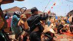 Tak Hanya Spanyol, Lembang Juga Punya Festival Perang Tomat Lho