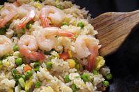 Resep nasi goreng smoked beef makin enak ditambah seafood.