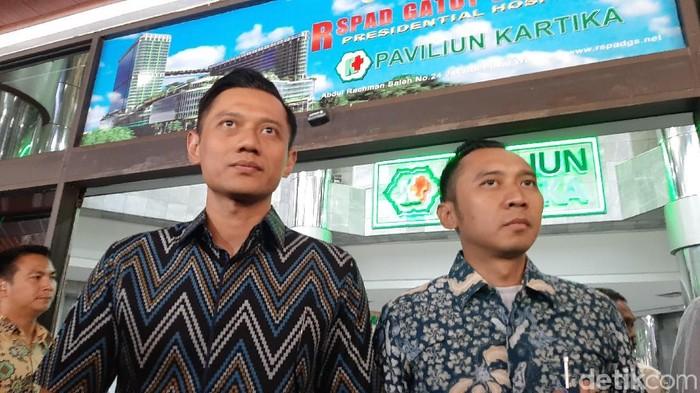 SBY bersama AHY dan Ibas menjenguk Wiranto di RSPAD Gatot Soebroto