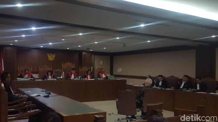 Foto: Managing Director PT Rohde dan Schwarz Indonesia, Erwin Syaaf Arief menjalani sidang vonis di PN Tipikor. (Arief-detikcom)
