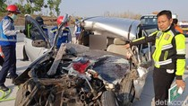 Pengemudi MPV Tewas Usai Mobilnya Tabrak Truk Parkir di Tol Ngawi