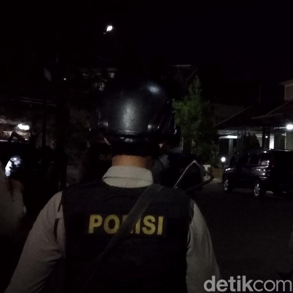 Densus 88 Geledah Rumah Terduga Teroris di Kompleks Elit Bandung